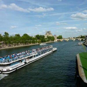 Parigi battelli sul fiume Senna