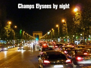 Champs Elysees di notte