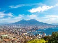 Napoli, veduta dall'alto della città