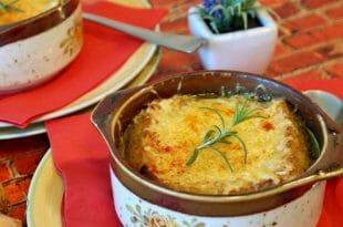 Specialità parigine: soupe a l'oignon